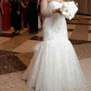 Brand New Oleg Cassini Mermaid Style Wedding Gown